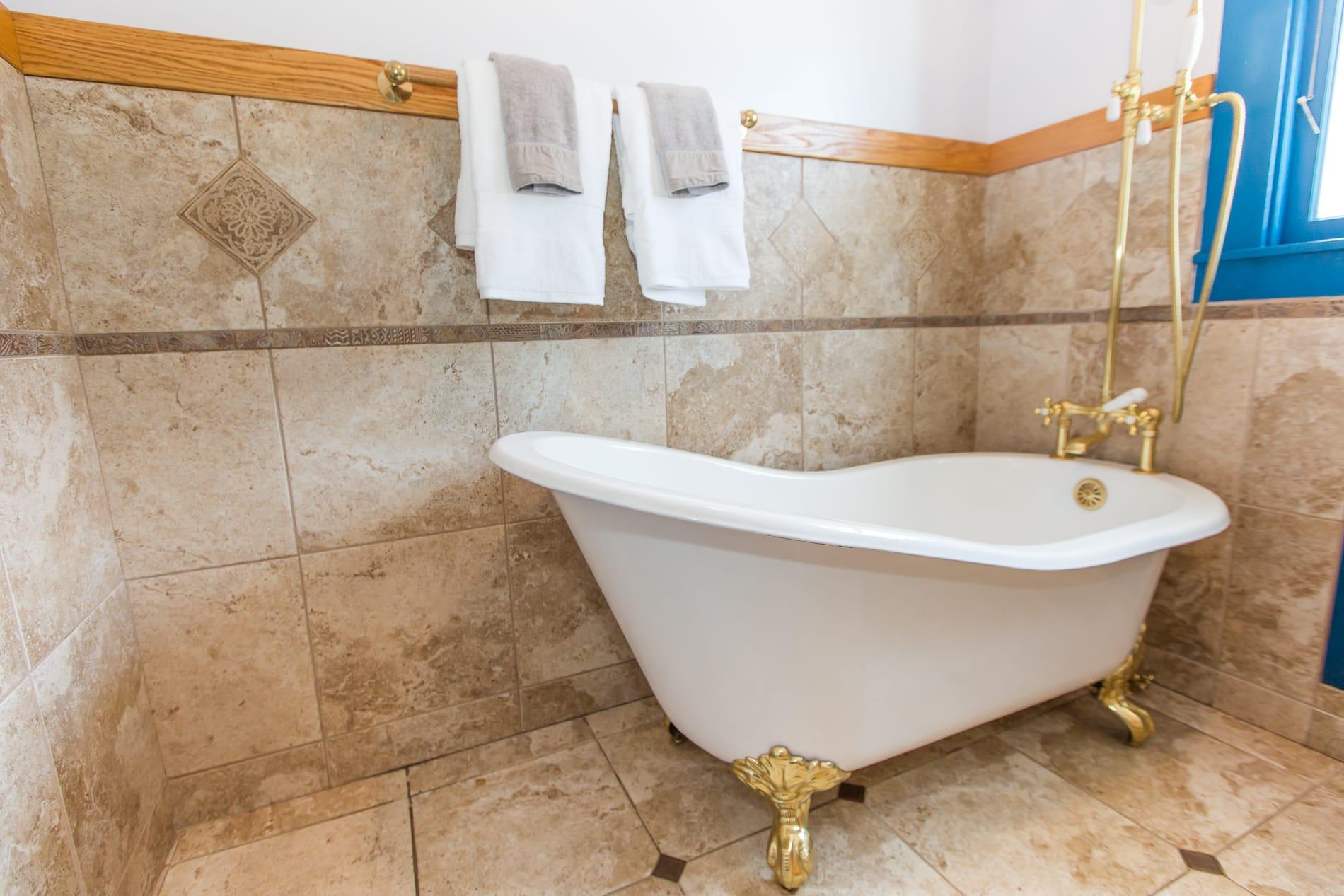 4229 Suter St-bathroom2