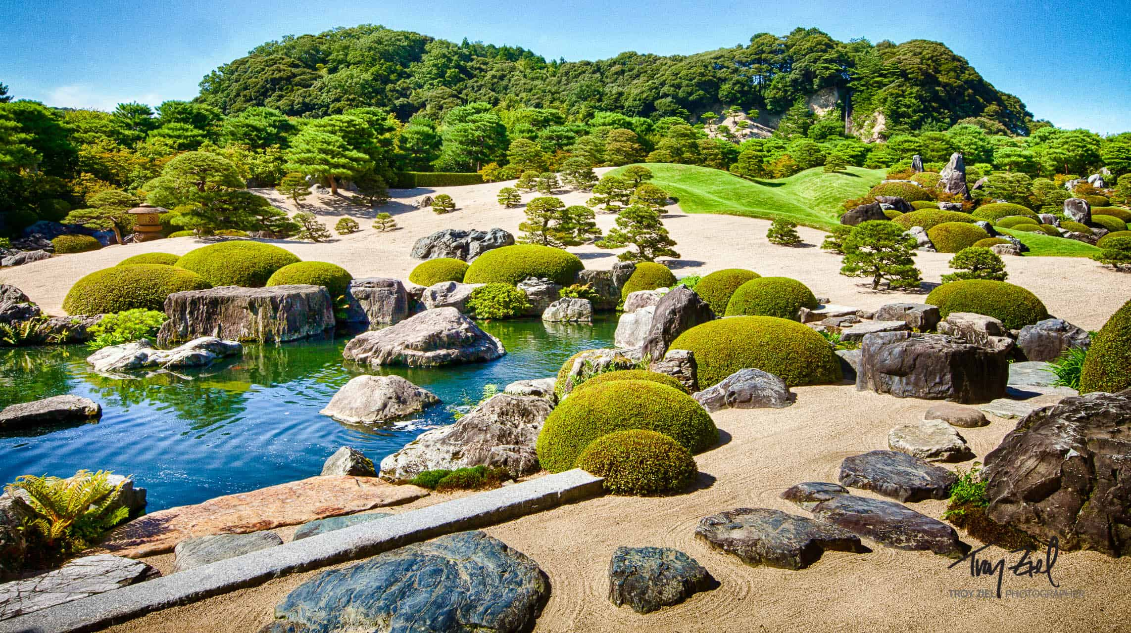 japan and the role of zen gardens The goal behind japanese garden design is to make a  important role in japanese gardens  rock and sand gardens found at zen buddhist temples in japan.