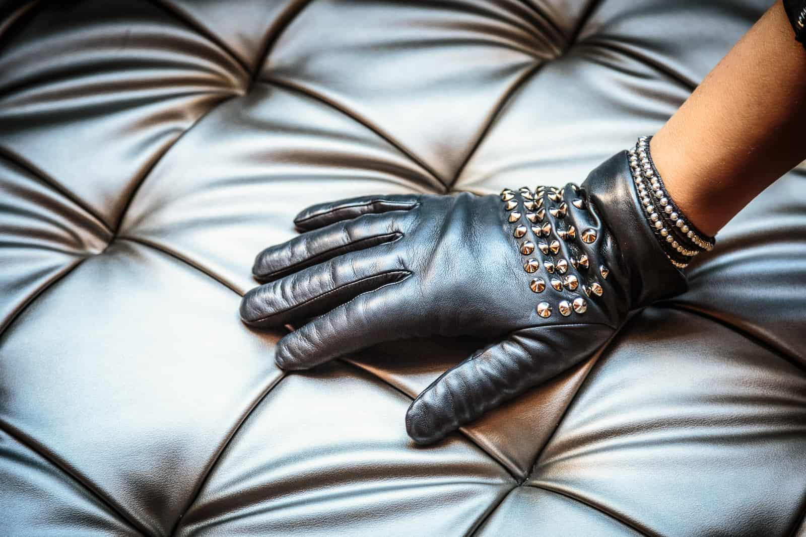 beau-gant-gloves-metal-studs-black-fashion2